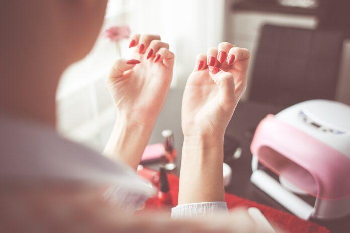 Urządzenia do paznokci